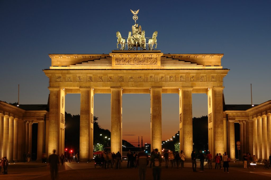 The Brandenburg gate in Berlin at night.